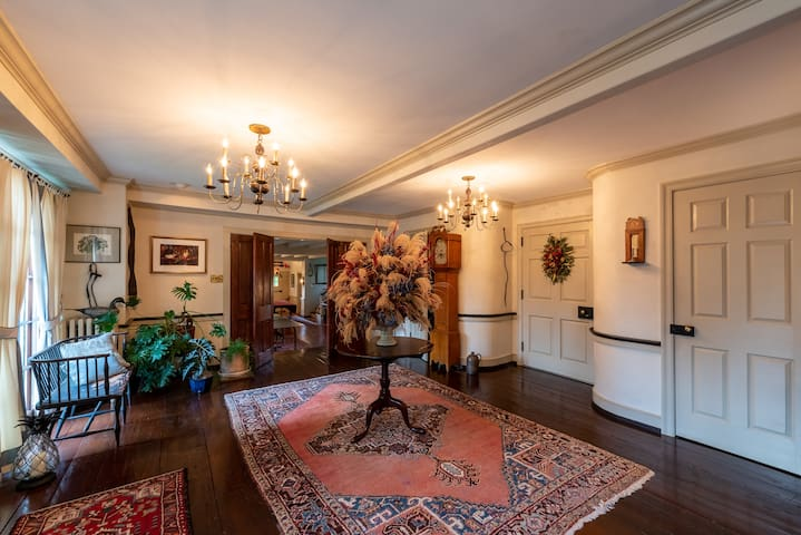 Private  Huntsman  Suite in Historic Tip Top Manor