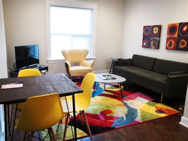 Capitol Hill, New and Charming-Perfect for Groups