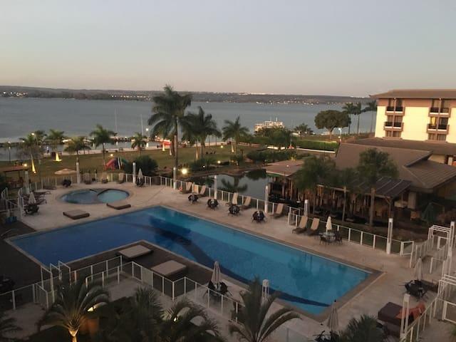 Apartamento beira lago, Life Resort - Brasília - Byt