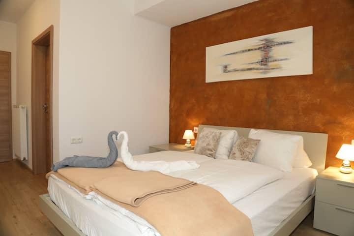 Doppelbettzimmer mit Terrasse