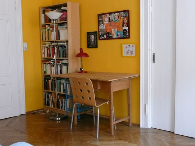 Dein Schreibtisch