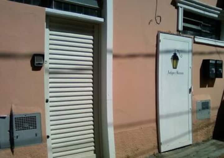 Casa 1 Dormitório ao lado do Metro, Onibus e CPTM