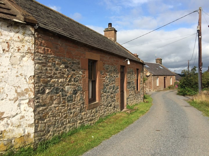 Quirky Country Cottage (Butt n Ben) with Piano