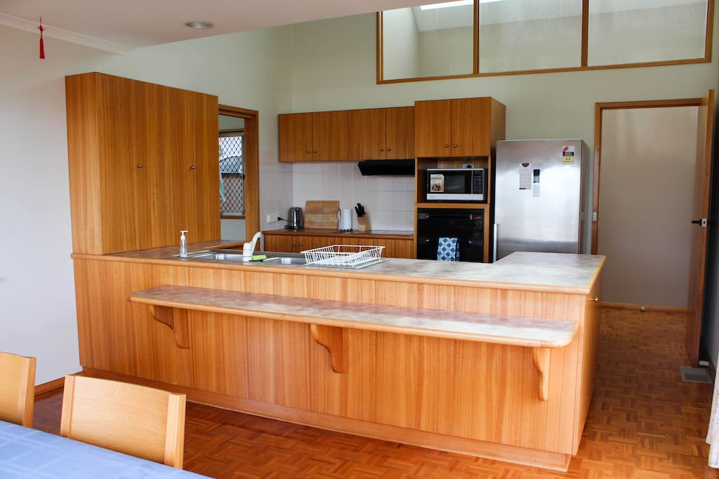 The open kitchen is fully equipped with a luxurious fridge/freezer, oven, microwave, dishwasher and plenty of storage space.