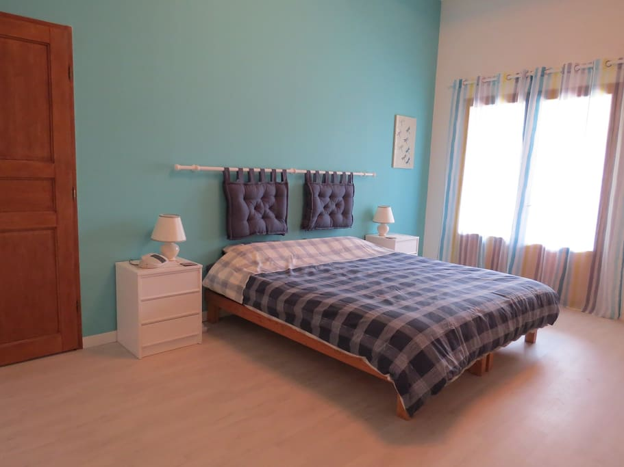 Bedroom with 200cm x 180cm king-size bed