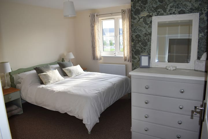 Castlemead Double with private bathroom