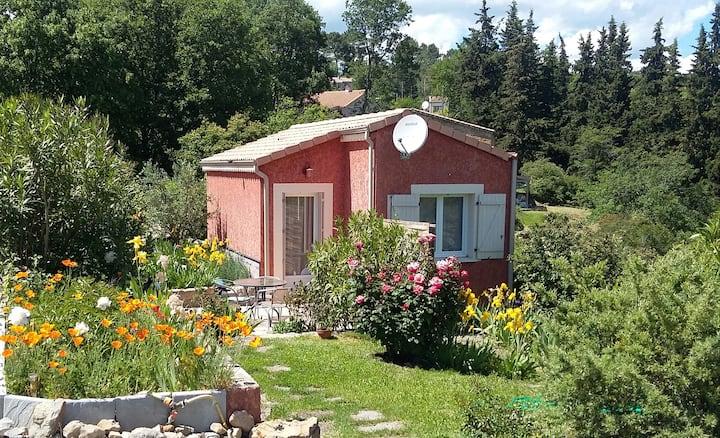 Studio dans la verdure Aubenas