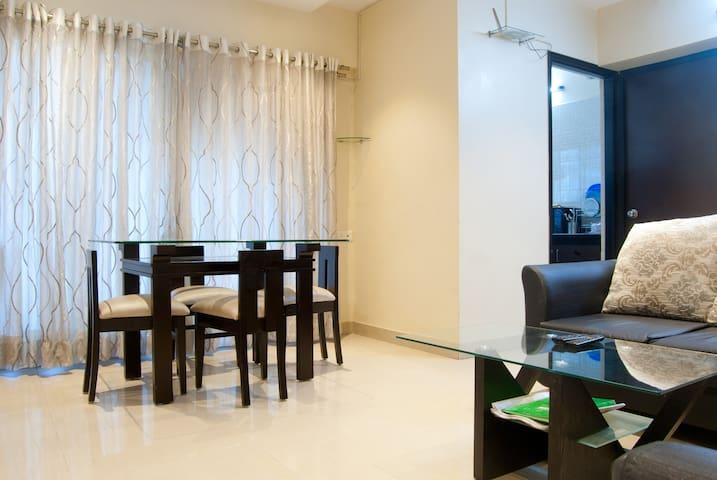 2 BHK Cozy Apartment - Bandra East - Mumbai - Apartment