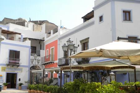 Monolocale con terrazzo - Lipari