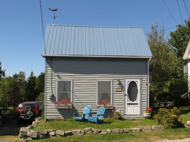 Quarry cottage- harbor views, close to town - Stonington - Hus