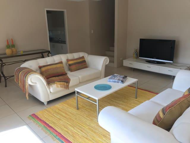 Broadbeach Superb Resort Apartment