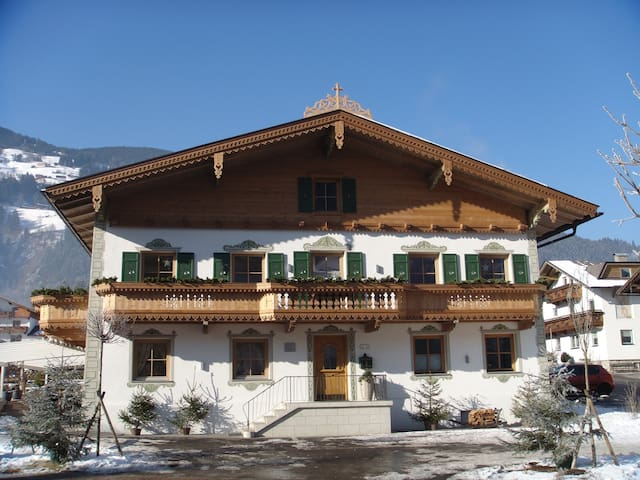"""Romantik im """"Krumerhaus"""" **** - Aschau im Zillertal"""