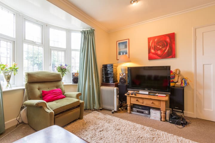 Cosy Rooms, Privacy, Quiet, Parking, Garden & Wifi - Canterbury - Huis