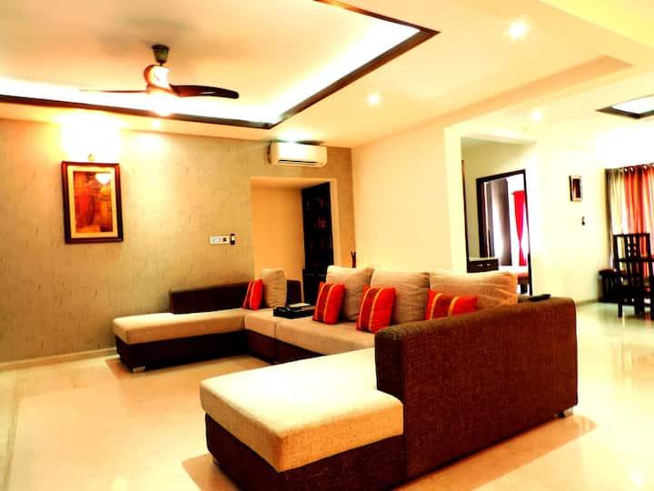 """""""Blooming Orchid""""  Pvt Room - Heart of Indiranagar"""