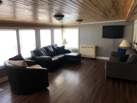 Cute cabin located in perfect location near lake!