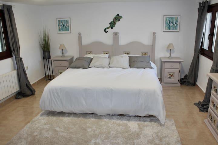 2 Big Bedrooms, Bright Apartment & Pool