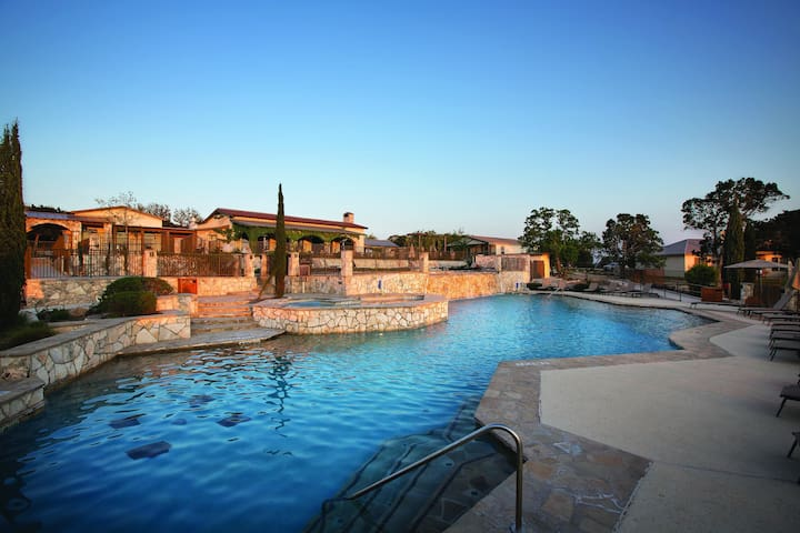Stablewood Springs, TX, 2-Bedroom #3