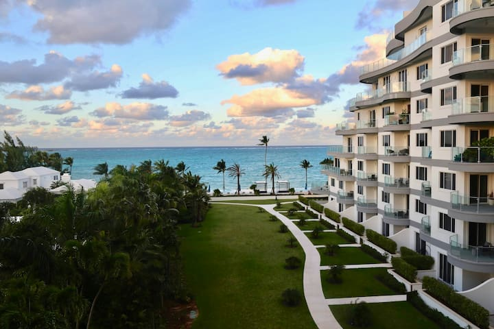 Cable Beach Luxury Condo, 2BR 2BA Double Balcony