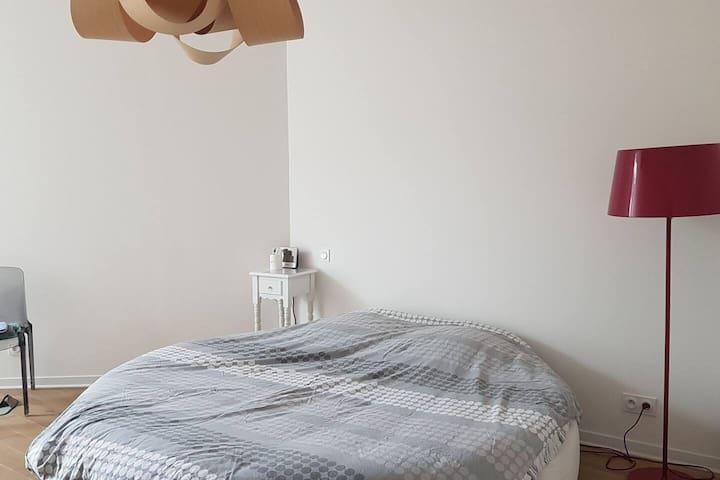 Chambre au calme avec sa propre SDB+WC