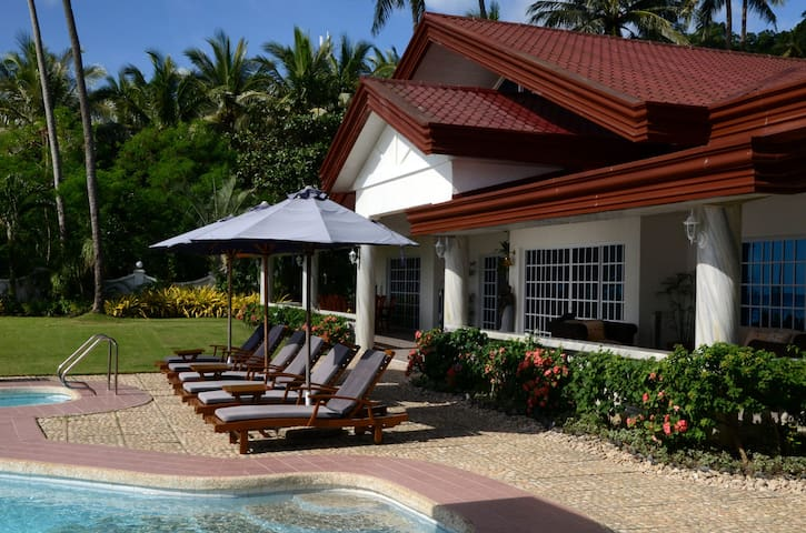 Peaceful beachfront bungalow with pool & garden-M3