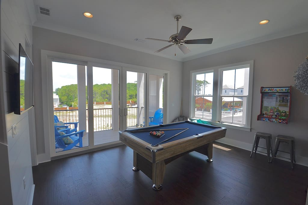 Second floor game room with patio access, pool table and arcade game!