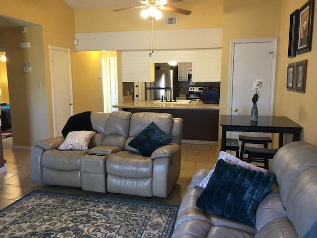 Beautiful townhome for relaxation near Ft Sill 02