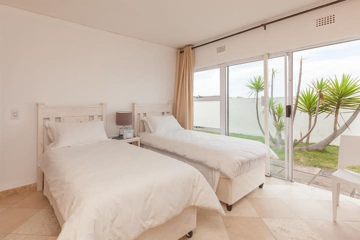 Dolphin Beach Family Suite photo 2