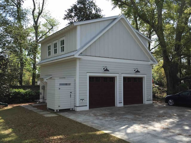 Private 1 Bed Carriage House, near Shem Creek