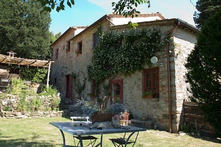 A farmhouse overlooking Lucca - Lucca - Bed & Breakfast