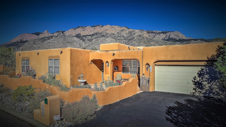 """Desert Rose"" a Santa Fe style Vacation Home"