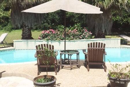 Lake Travis house with backyard oasis - Austin