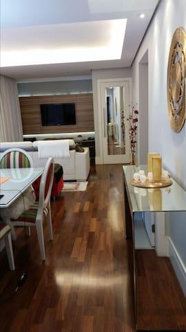 Quarto/suite, diárias ou mensal Ambiente familiar.