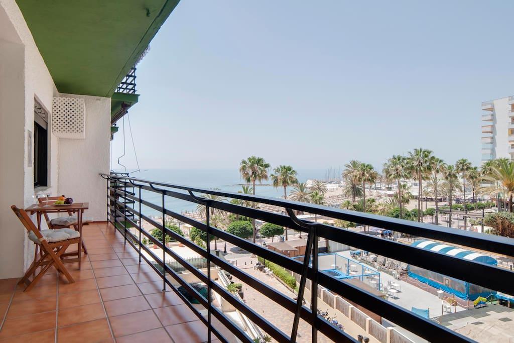 Increíbles vistas al mar, viendo al fondo Gibraltar e incluso África en días muy claros.