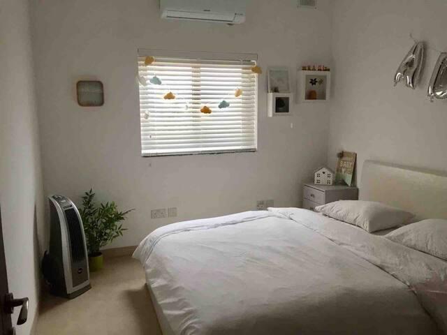 Private Room in a cosy apartment &private bathroom