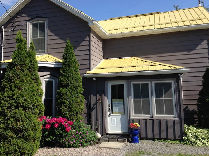 Yellow Roof B&B