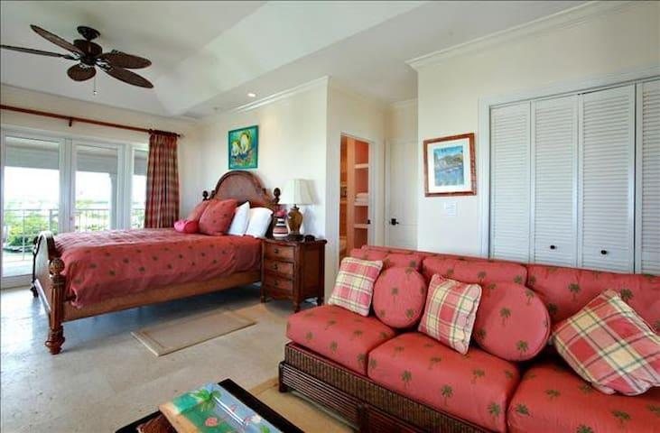 Spectacular Oceanfront Villa in Great Exuma - George Town - Villa