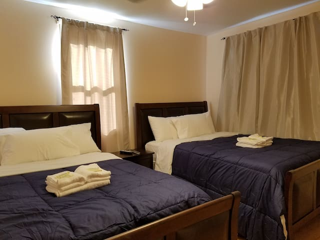 2 Beds-Close to JFK &  La Guardia, Train & Bus - Queens - House