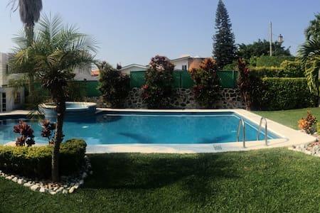 Hermosa Casa para descanso - Lomas de Cocoyoc - 獨棟