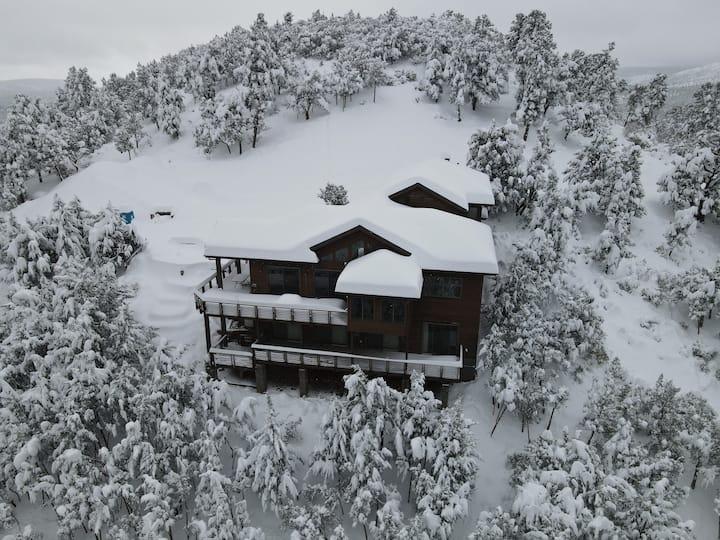Pine Paradise - Hillside Lodge - Private & Gated