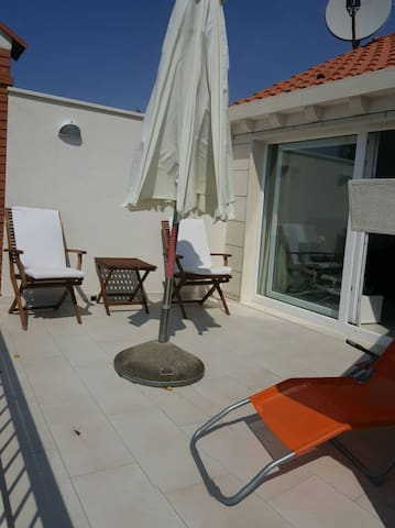 DU Relax-10 min from Old city, sea view &  parking