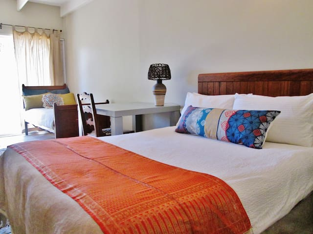 Lynnwood Haven - Wi-Fi - Double and Single Beds -