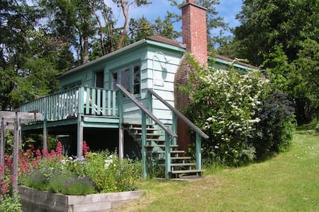 Rose Cottage, Arcadia by the Sea Resort - Pender Island
