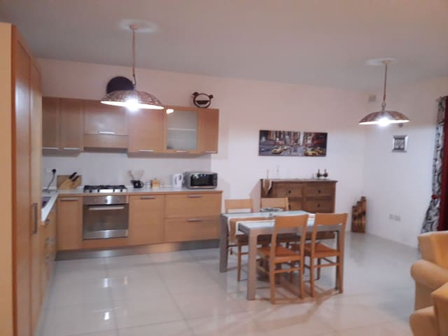 new luxury appartment minutes away from square/sea
