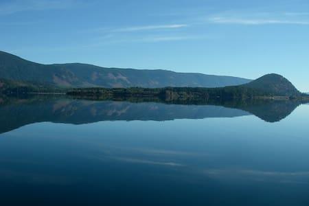 Chalet at the Lake - Lake Cowichan - Haus