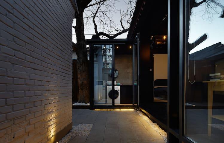 丸子 #2  ;hutong ;新街口 后海 南锣鼓巷 鼓楼 西单 - Beijing - Bungalow