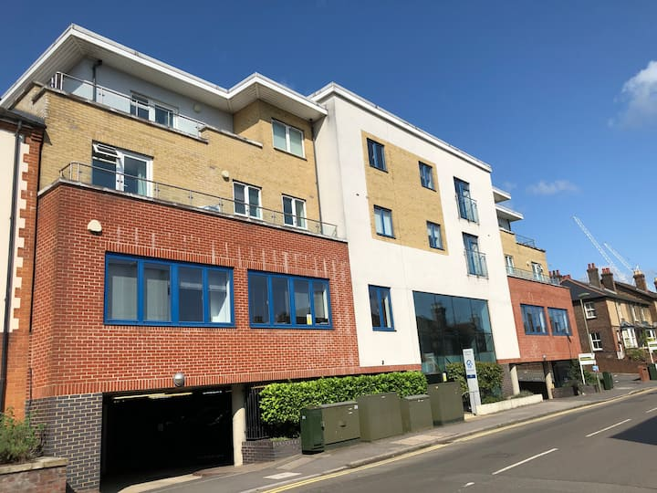 Blue Sky Apartments@Abbots Yard, Guildford