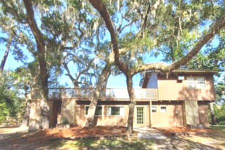 Waterfront Group Lodge & Oasis on Suwannee River