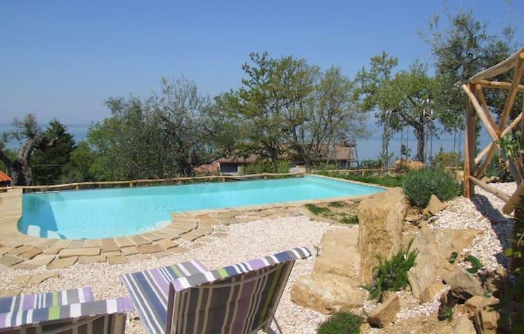 Villa Azurra - lazing by the lake