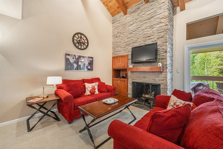 New updated Carnelian Woods condo! Great Family spot with attractions!