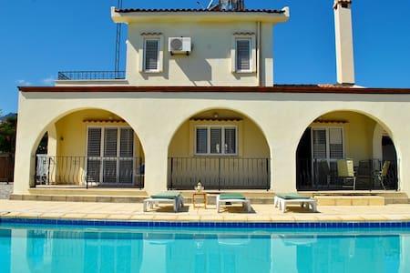 KB463 A big swimming pool villa with 3 bdr - Girne